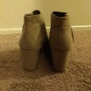 a9ec6bf1ea8a attention Shoes - Attention 1 2boot wedge-color  emmy taupe size 9